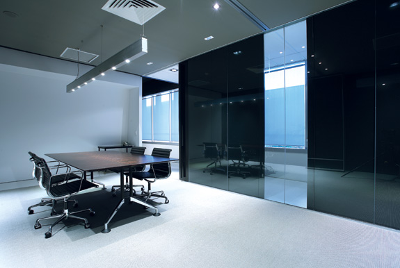 Glass folding doors and sliding doors by euro wall for Retractable walls commercial
